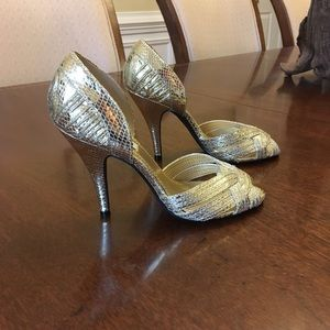 STEVE MADDEN Gold Leather Peep Toe Heels EUC Sz.7